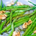 soy roasted green beans in a pan