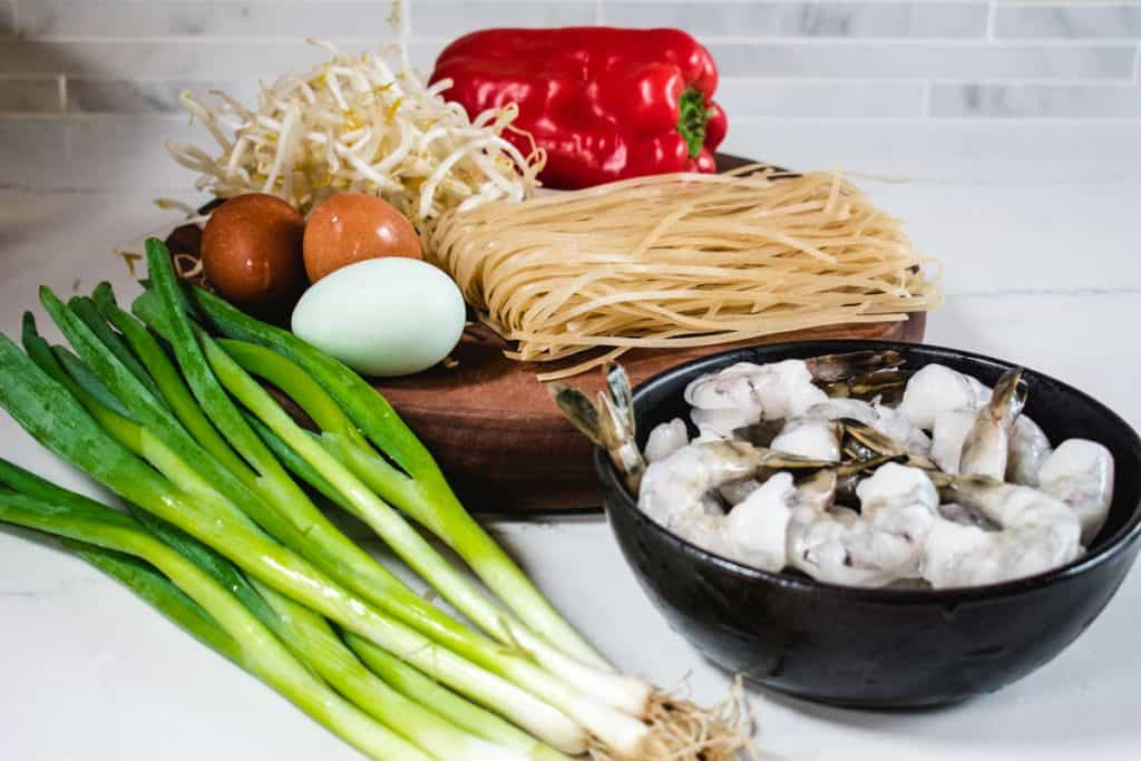 ingredients for shrimp chow fun