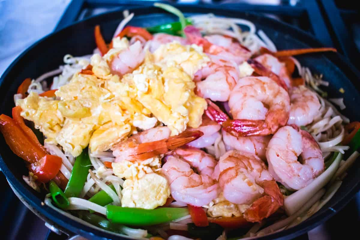 shrimp and eggs in a pan for shrimp chow fun